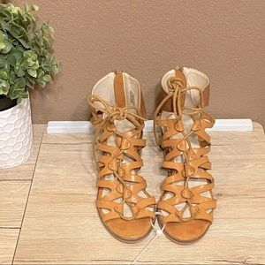 Groove Lauren Tan Lace Up Sandals Size 6